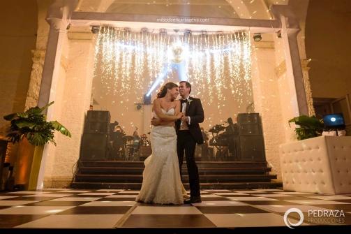 77-cartagena-wedding-reception-first-dance-fireworks