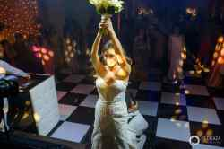 92-cartagena-wedding-reception-bouquet-toss